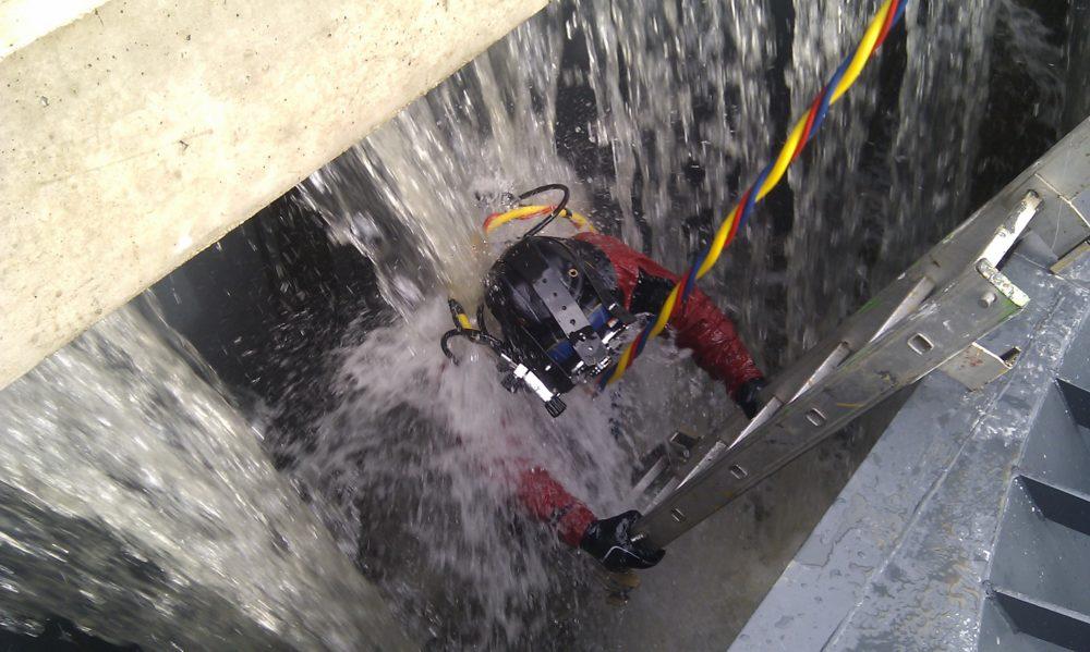 Immersion scaphandrier dans centrale hydroélectrique